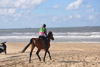 Photo: Karin laatste keer terug naar Wassenaar over strand