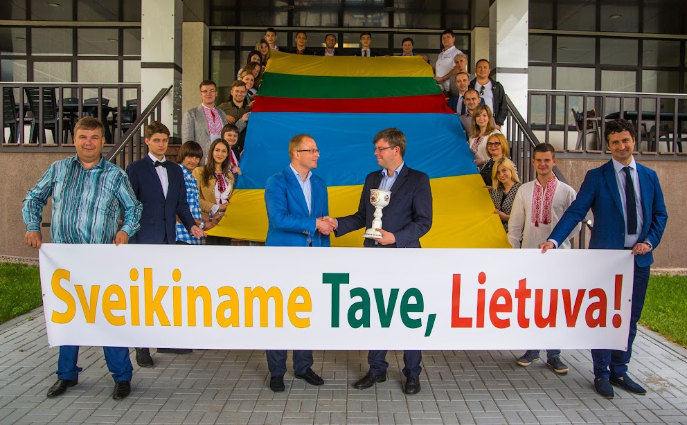 Lithuanian ambassador with Ukrainian students