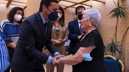 Almería homenajea a los mayores  por su sacrificio en la pandemia