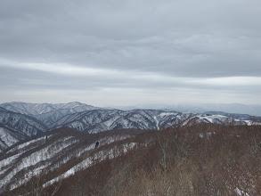 山頂からの展望1(左に大黒山)