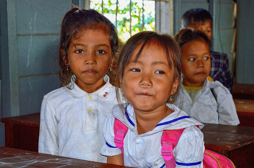 cambodia-schoolgirls2.jpg - Cambodian schoolgirls in a floating schoolhouse.