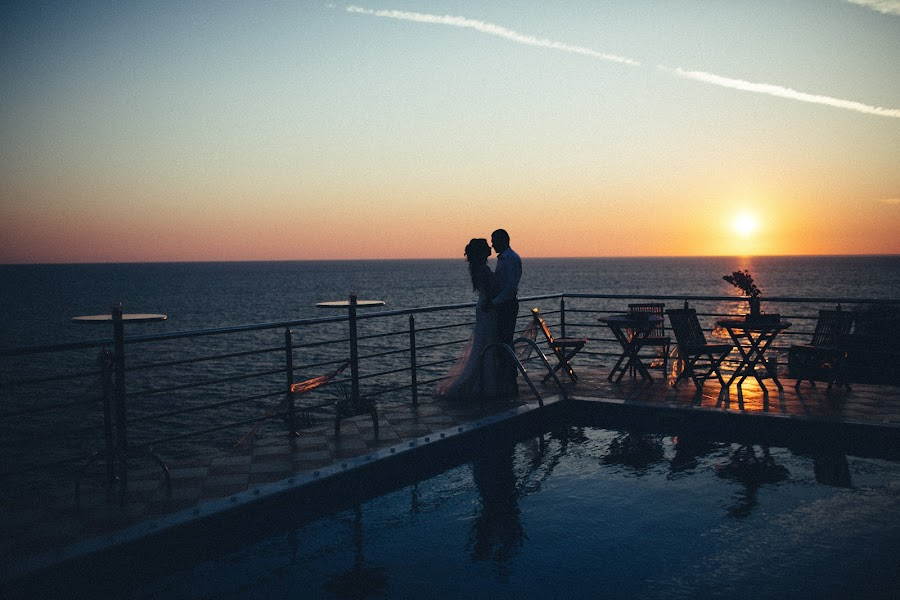 Wedding photographer Vasiliy Tikhomirov (BoraBora). Photo of 26.03.2017