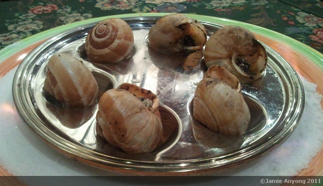 escargot in butter garlic sauce