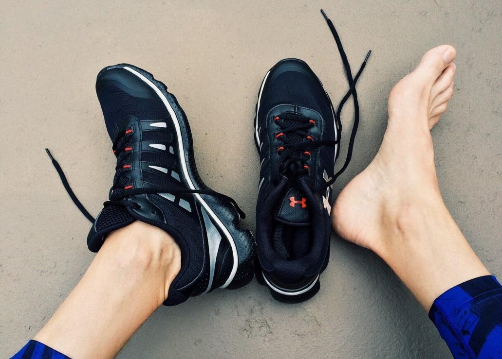 buty sportowe - wiązanie