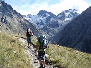Photo: Al fondo, el circo de la Pilatte con su refugio y con los picos de les Bans (3.369m) y el Mont Gioberney (3.352m)