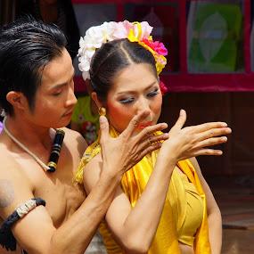 DANCER by Hendrianto YAP 叶 长 財 - People Street & Candids