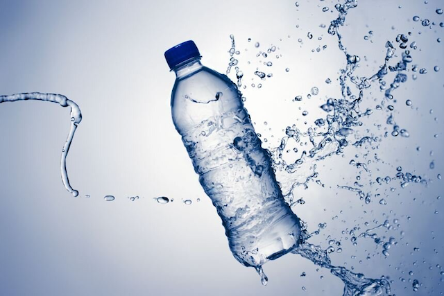 Bạn hãy dùng nước lọc khi sử dụng máy phun sương