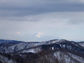 奥に伊吹山(手前に駒ヶ岳)