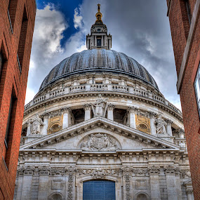 The Old and the New by Mark Shoesmith - Buildings & Architecture Places of Worship ( st., hdr, london, church, paul's, cathedral,  )