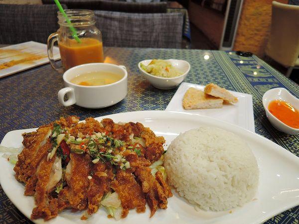 超平價泰式百元定食!茉靠泰泰式料理。