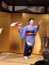Photo: 地唄舞を披露
