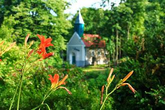 Photo: Kisújbánya temploma a Klumpás Csárda teraszáról