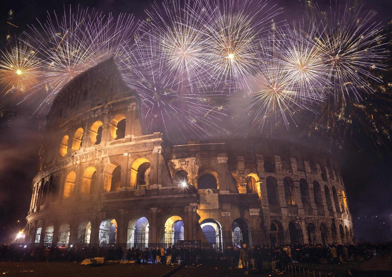 Fuegos artificiales en el Coliseo romano
