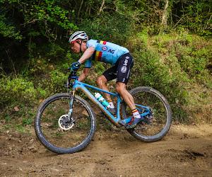 """Belgische mountainbiker kampt met pech bij eerste grote afspraak: """"Onmogelijk om dit tijdens de race te herstellen"""""""
