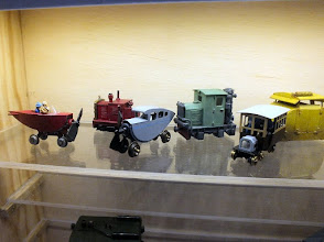 Photo: 124 Adjoining Craquetôt and Calvados was a small display case with some innovative and very original models scratchbuilt by Lucien Laceur .