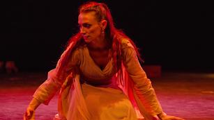 La actriz y bailarina Leticia Valle interpreta a Antígona en la obra que podrá verse en el Museo Doña Pakyta.