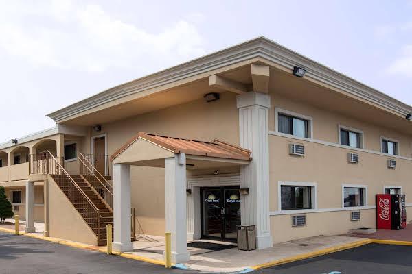 Days Inn Long Island/Copiague