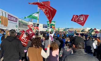 Cientos de trabajadores se manifiestan en El Ejido