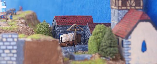 Photo: Le prime case di Quebec, proprio a ridosso delle mura.Miniature Baccus, materiale scenico TimeCast e autocostruito.
