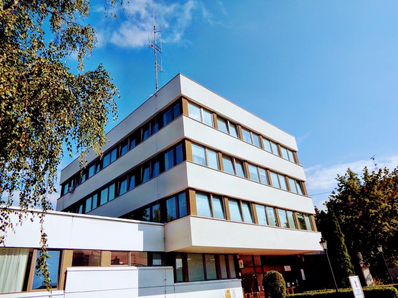 Hajdúnánás/belváros - helyi URH-FM adóállomás