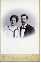Photo: Elisabeth (Lissy) Keppel Hesselink (1883-1979), waarschijnlijk geportretteerd op 18-12-1907 bij haar huwelijk met  Louis Jean Degenaar. Hij was chemicus bij een suikerfabriek en mogelijk is het de laatste foto, die van hem is gemaakt. Want hij stierf op 2-1-1908 in Tosari op 26 jarige leeftijd. Het huwelijk heeft dus zegge en schrijve 2 weken geduurd. Zij hertrouwde in 1910 in Bloemendaal met Ernst Heinrich Krelage.