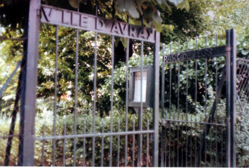 Photo: 77年7月、恐らくParc De Lesser [59 Rue de Sèvres] だと思われる。 すでに公園はなくParc De Lesser という名前はバス停と薬局にしか残っていない 『シベールの日曜日』 http://goo.gl/QY1gi