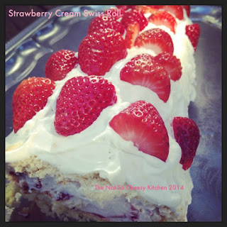 Strawberry Cream Swiss Roll (Biskuitrolle)