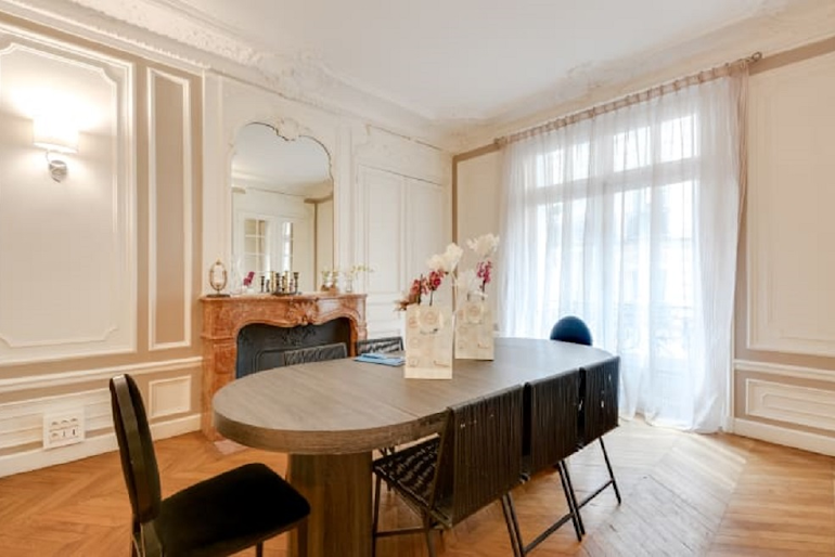 Dining space at Boetie IV Serviced Apartment, Champs Elysees