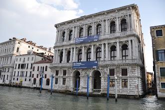 Photo: Casa Pesaro – palác z období vrcholného benátského baroka je známý jednou z nejvýznamnějších sbírek orientálního uměni (japonské oděvy, látky i artefakty).  V paláci se rovněž nacházejí obrazy světově známých impresionistů a malířů z období secese.