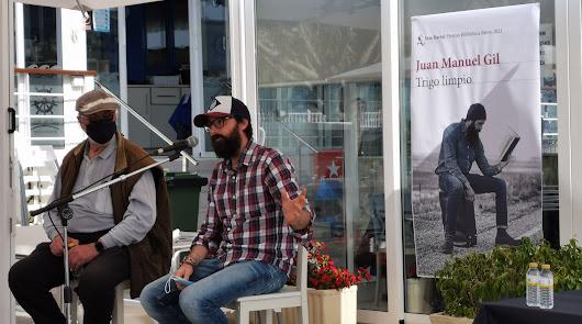 Literatura de primera junto al mar: Juanma Gil llena con 'Trigo Limpio'