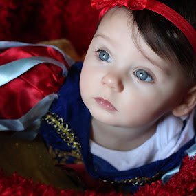 baby snow white by Stephanie Munguia-Wharry - Novices Only Portraits & People ( princess, girl, baby girl, baby )