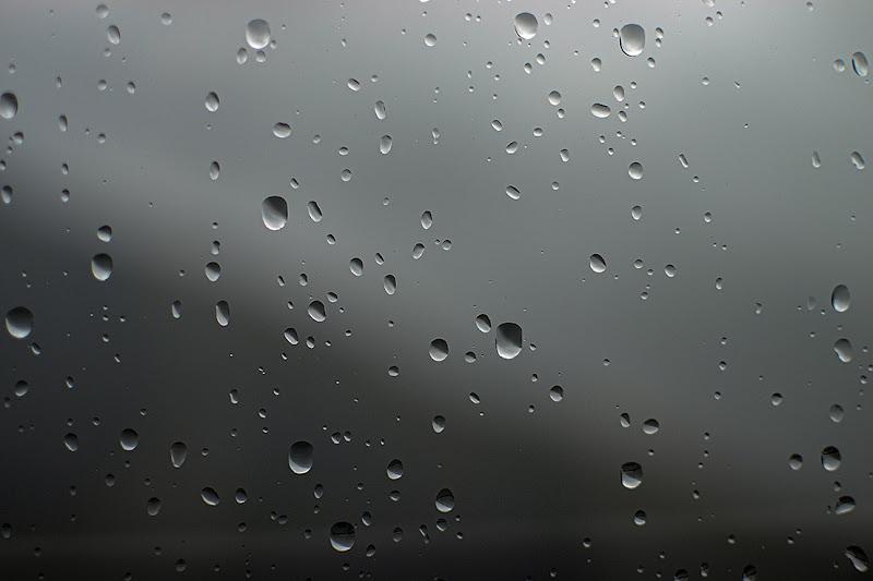 Pioggia sul vetro di Marilena Valra