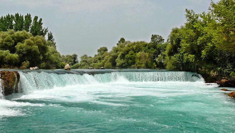 Любимое место отдыха турецких семей в выходные: водопад в Манавгате