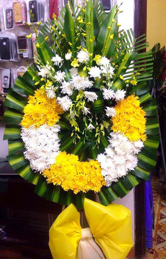 Những vòng hoa sử dụng hoa tươi