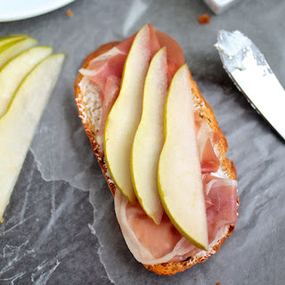 Pear & Prosciutto Crostini with Goat Cheese