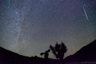 Photo: Geminid Meteor in Death Valley