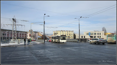 """Photo: Cluj-Napoca, Piata Mihai Viteazul, Podul """"Traian """" peste Raul Somes - deschis circulatiei in anul 2017 -  are o lungime de 34 de metri"""" - Podul are patru benzi de circulație, fiecare de câte 3,5 m, două piste de biciclete, a câte 1,6 m, și două trotuare cu lăţimea variabilă, între 2,25 şi 3,5 m. Proiectul tehnic a fost realizat de societatea Expert Proiect 2002.- vechiul Pod Traian, situat în Piaţa Mihai Viteazu din Cluj-Napoca, a fost construit între 1928 – 1931 - Info mediafax si ziua de cluj - 2018.01.19"""