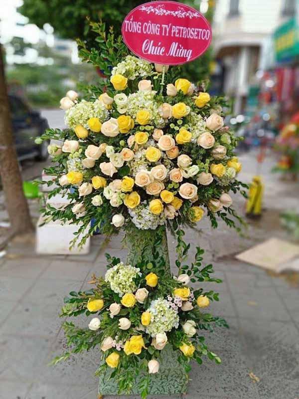 Ảnh có chứa ngoài trời, mặt đất, hoa, cây Mô tả được tạo tự động