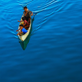 Childrens and a boat by Alfonso Reno - Transportation Boats