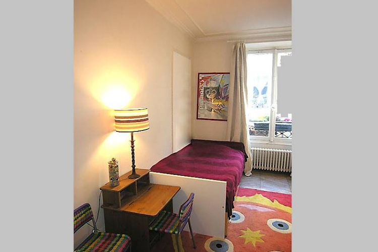 Single bed bedroom at 3 bedroom Apartment Rue Du Cherche Midi, St Germain