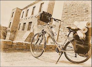 """Photo: Wyróżnienie ! """" Zdjęcie zrobione na tle ruin w Szymbarku. Zamek położony między Iławą a Suszem, na Poj.Iławskim. Jako ciekawostkę mogę powiedzieć, że kręcony był tu film Król Olch z Johnem Malkovichem. """" - Edyta"""
