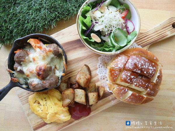 森渡手作廚房forest cafe│ 台中西區早午餐,激推手作蜂巢麵包,外酥內軟,香氣迷人,還有奶香濃郁的日式厚鬆餅唷~