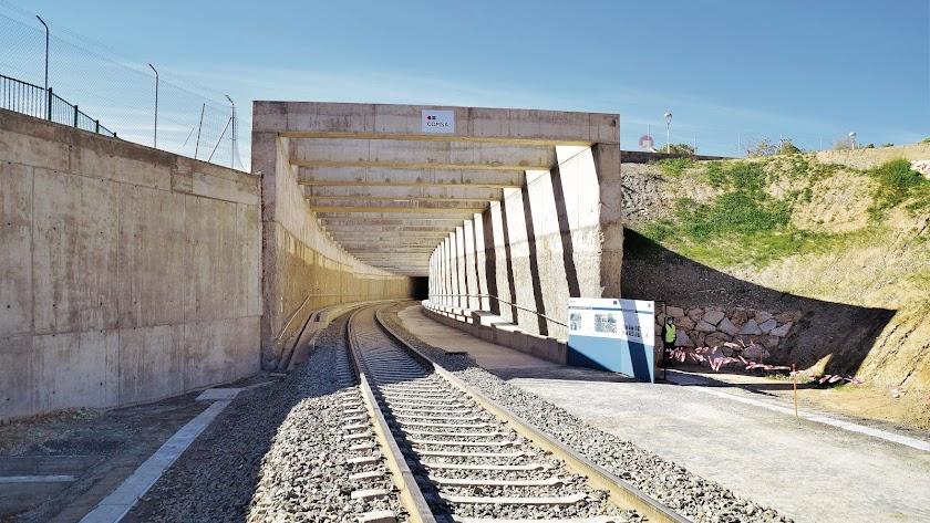 Túnel por el que tiene que volver a entrar el tren en la ciudad