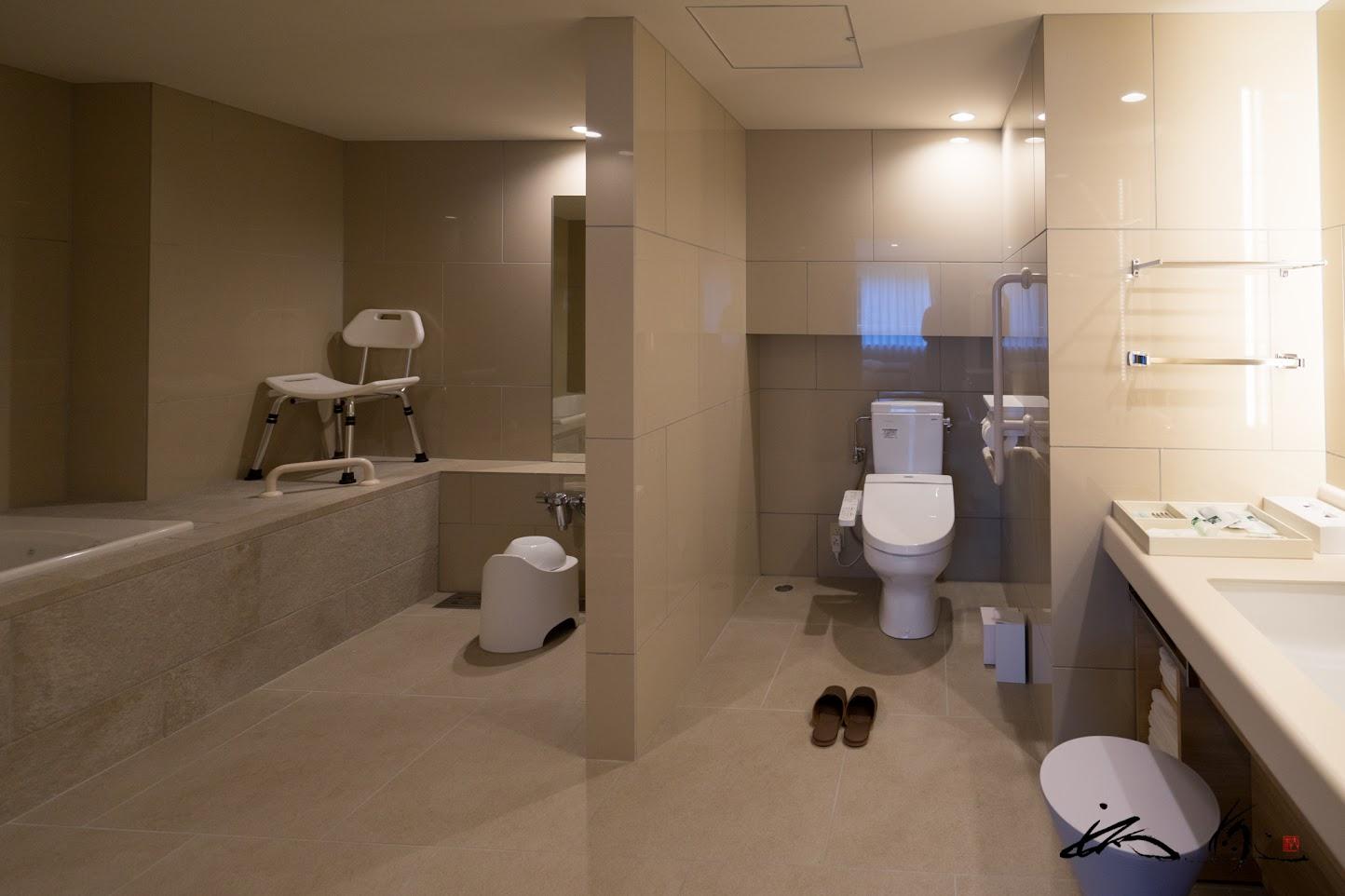 バリアフリー仕様のバスルーム