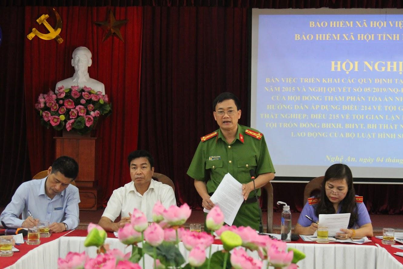 Đồng chí Đại tá Nguyễn Mạnh Hùng, Phó Giám đốc Công an tỉnh phát biểu tại Hội nghị