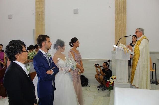 El sacerdote Juan Antonio Moya ofició el enlace matrimonial.