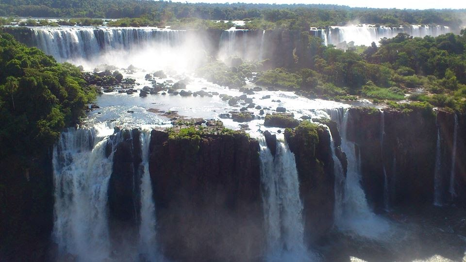 A stunning view of the falls.