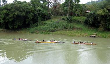 Photo: лодки с туристами следуют непрерывно