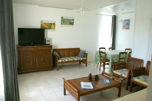 Cuarto de estar grande con tele - Casa rural de alquiler para 6 a 7 personas en Surgeres cerca de La Rochelle costa atlantica de Francia