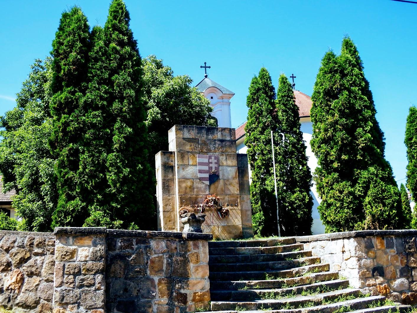 Csobánka - 1848-49-es emlékmű a szerb ortodox templom kerjében